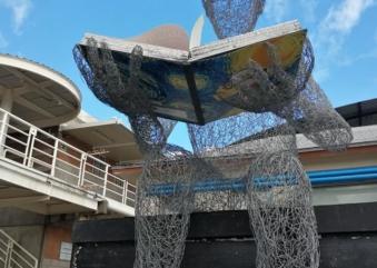 Recibe ENFT escultura «El Lector».