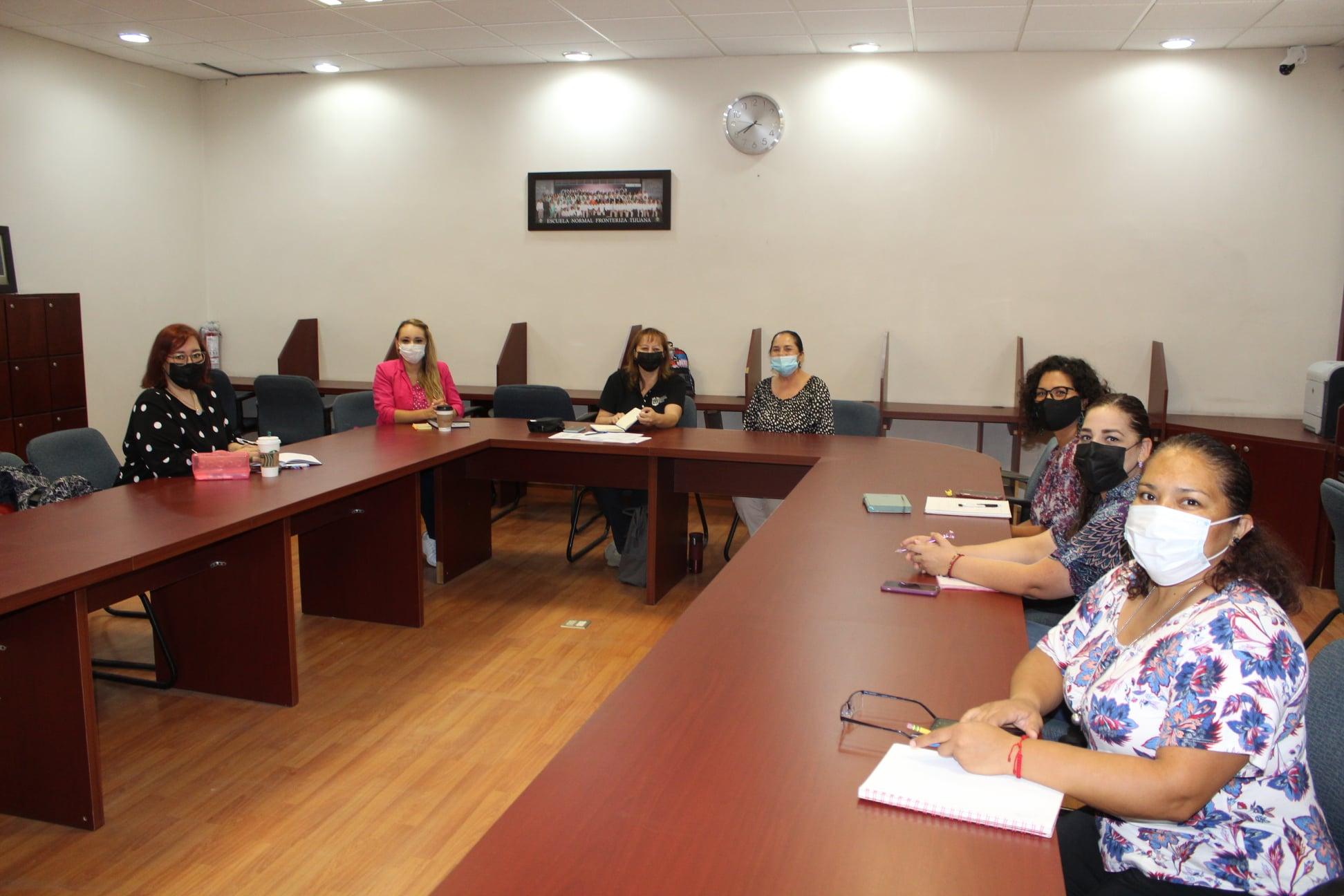 Se reunen coordinadoras de licenciaturas con equipo directivo.